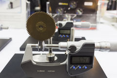 Gangneigungsinspektion durch Mikrometer Stockfotografie