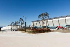 GANGNEUNG, COREA DEL SUD - GENNAIO 2017: Ovale di Gangneung della costruzione nel parco olimpico Immagini Stock Libere da Diritti