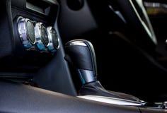 Gangschaltung des modernen Autos 2 Stockfoto