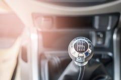Gangschaltung im modernen Autoinnenraum Lizenzfreies Stockfoto