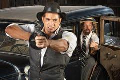 Gangster arrabbiati di era degli anni 20 con le pistole Fotografie Stock