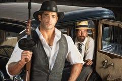 Gangster con la mitragliatrice ed il partner Fotografia Stock