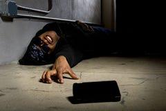 Gangster, der um Hilfe ruft Lizenzfreie Stockfotografie