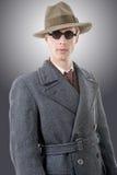 Gangster lub agent fbi z czarnymi szkłami i kapeluszem Obraz Stock