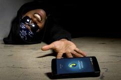 Gangster som kallar för hjälp arkivfoton