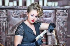 Gangsterska kobieta Zdjęcia Royalty Free