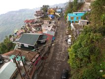 Gangtok, SIKKIM, INDIA, 17th 2011 KWIECIEŃ: Widok nad miasta ce fotografia stock