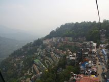 Gangtok, SIKKIM, la INDIA, el 17 de abril de 2011: Visión sobre el ce de la ciudad Fotos de archivo libres de regalías
