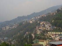 Gangtok, SIKKIM, la INDIA, el 17 de abril de 2011: Visión sobre el ce de la ciudad Foto de archivo