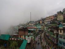 Gangtok, SIKKIM, la INDIA, el 17 de abril de 2011: Visión sobre el ce de la ciudad Imagen de archivo