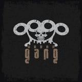 Gangu grunge emblemat z mosiężnymi knykciami i czaszką Zdjęcie Royalty Free