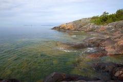 Gangut岩石海岸6月的早晨 汉科,芬兰 库存图片