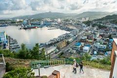 Gangwon-gör Sydkorea - Juni 20, 2017: Hav för Korea ` s av landskapet för östligt hav, Mukho hamnlopp Arkivbild