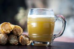 Ganne ka rasa lub trzcina cukrowa sok z surowym cukierem Zdjęcie Stock