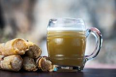Ganne ka rasa lub trzcina cukrowa sok z surowym cukierem Fotografia Stock