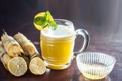 Ganne ka rasa lub trzcina cukrowa sok z surowym cukierem Zdjęcia Stock