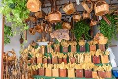 Ganska bås för försäljningen av dolt trä Arkivbild