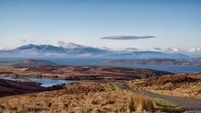 Ganska hed Across till Arran på floden Clyde royaltyfri bild