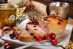 Ganspastei met Amerikaanse veenbessen voor Kerstmis Stock Foto's