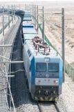 GANSU, ΚΊΝΑ - 13 Απριλίου 2015: Ηλεκτρικό locomo σιδηροδρόμων HXD1C της Κίνας Στοκ εικόνες με δικαίωμα ελεύθερης χρήσης