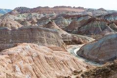 GANSU, CHINA - 10 April 2015: Kleurrijk Heuvels Toneelgebied van Zhang Stock Foto