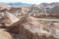 GANSU, CHINA - 10 April 2015: Kleurrijk Heuvels Toneelgebied van Zhang Stock Fotografie