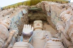 GANSU, CHINA - 9 de abril de 2015: Estatuas de Budda en las grutas de Tiantishan imagenes de archivo