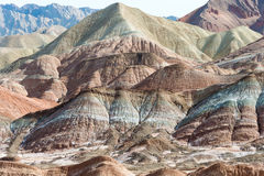 GANSU, CHINE - 10 avril 2015 : Région scénique de collines colorées de Zhang Images stock