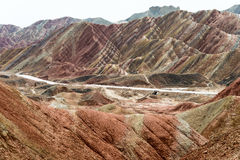 GANSU, CHINE - 10 avril 2015 : Région scénique de collines colorées de Zhang Photos libres de droits