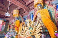 GANSU CHINY, Apr, - 08 2015: Budda statuy przy Haizang świątynią stratocaster gitara elektryczna Obraz Stock