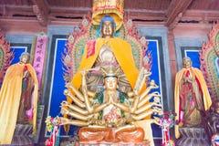 GANSU CHINY, Apr, - 08 2015: Budda statuy przy Haizang świątynią stratocaster gitara elektryczna Zdjęcia Royalty Free