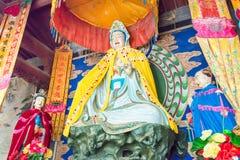 GANSU CHINY, Apr, - 08 2015: Budda statuy przy Haizang świątynią stratocaster gitara elektryczna Obrazy Stock