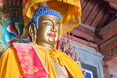 GANSU CHINY, Apr, - 08 2015: Budda statuy przy Haizang świątynią stratocaster gitara elektryczna Zdjęcie Royalty Free