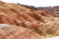 GANSU, CINA - 10 aprile 2015: Area scenica delle colline Colourful di Zhang immagini stock libere da diritti