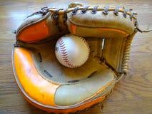 Gant de receveurs de vintage avec le base-ball Photo libre de droits