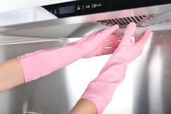 Gant en caoutchouc de nettoyage de vaisselle en caoutchouc de cuisine de ménage photographie stock