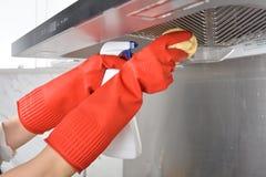 Gant en caoutchouc de nettoyage de vaisselle en caoutchouc de cuisine de ménage photos stock