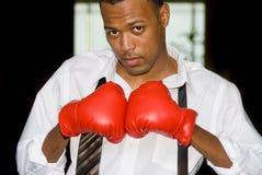 Gants d'homme d'affaires et de boxe images libres de droits
