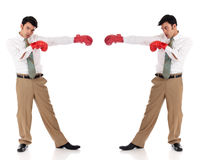 Gants de boxe asiatiques d'homme d'affaires photo libre de droits