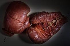 Gants de boxe de cru Photo stock