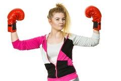 Gants de boxe de port de gagnant de femme image libre de droits