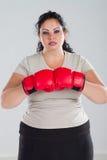 gants de boxe s'usants de femme images libres de droits