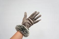 Gants en cuir d'usage de femme en hiver photo libre de droits
