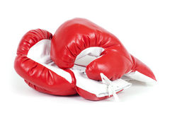 Gants en cuir de boxe rouge. Photo libre de droits