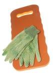Gants et garniture de genou de jardinage Photographie stock libre de droits