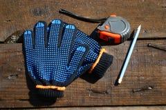 Gants et outils de travail photo stock