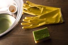 Gants pour les plats de lavage Photos libres de droits