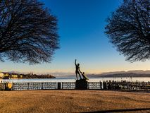 Ganymedbeeldhouwwerk bij het meer van Zürich in de winter Zürich Zwitserland stock afbeelding