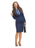 Ganzaufnahme der glücklichen Geschäftsfrau mit Aktenkoffer Lizenzfreie Stockfotografie