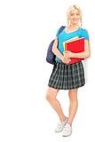 Ganzaufnahme einer Studentin mit Schultascheholding Stockfotografie